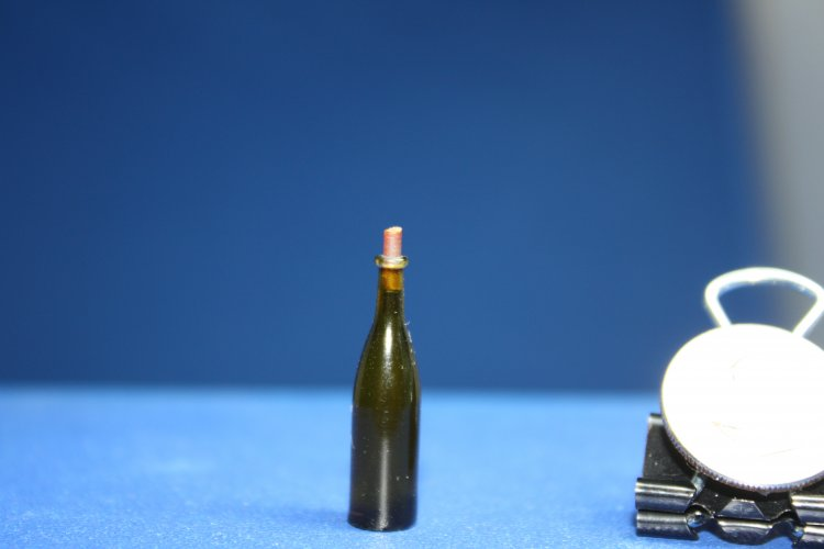 "#636G 1""Scale TAP Wine Bottle (green)& Cork - Click Image to Close"